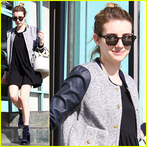 Emma Roberts: Mid-Week Juice Bar Stop!