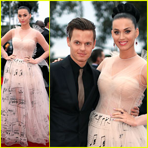 Katy Perry - Grammys 2014 Red Carpet