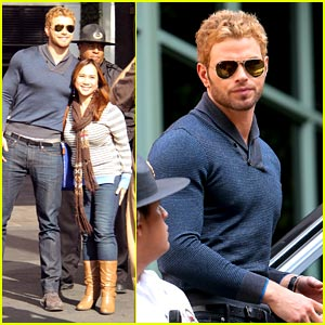 Kellan Lutz: Fan Friendly During 'Extra' Appearance