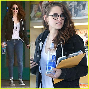 Kristen Stewart Spends Saturday at the Library