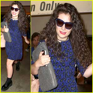 Lorde: LAX Arrival Ahead of Grammy Awards