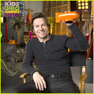Mark Wahlberg Hosting Kids Choice Awards 2014!