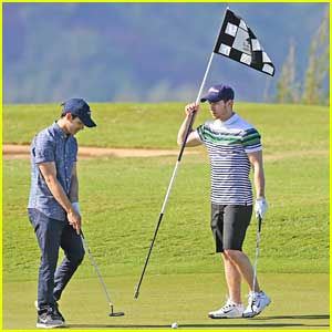 Nick & Joe Jonas: Golfing Guys in Hawaii