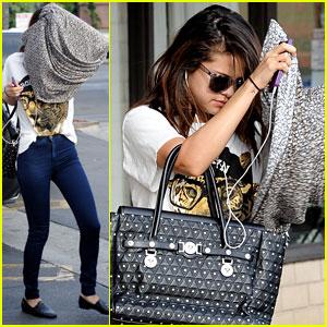 Selena Gomez: Tanning Salon Exit