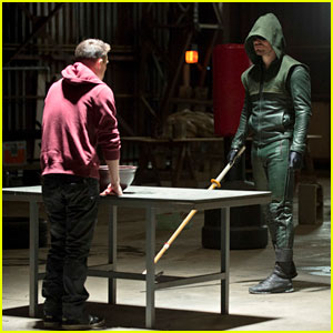 Stephen Amell & Colton Haynes: New 'Arrow' Tonight!