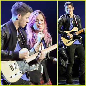 Demi Lovato & Nick Jonas: Neon Lights Tour Duet - Watch Now!
