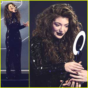 Lorde WINS International Female Solo Artist at BRIT Awards 2014