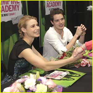 Lucy Fry & Dominic Sherwood: New Jersey Vampire Academy Signing!