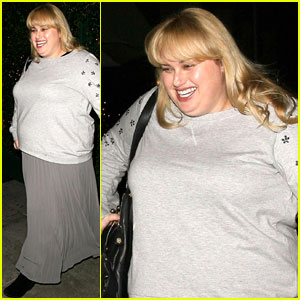 Rebel Wilson Raps 'Watching Cats on the Internet' with Ellen DeGeneres (Video)
