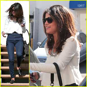 Selena Gomez Leaves Casting Call After Weekend Lunch at Hugo's