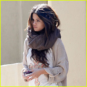 Selena Gomez Wraps Up Weekend with Friend's House Visit!