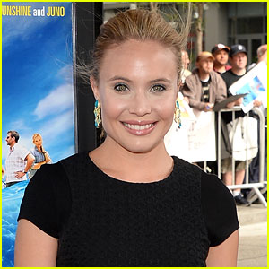 The Originals' Leah Pipes is Engaged!