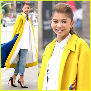 Zendaya Proves She's Fabulous; Walks NYFW Streets Like Straight Out of a Magazine
