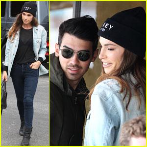 Joe Jonas & Blanda Eggenschwiler Grab a Quick Bite To Eat