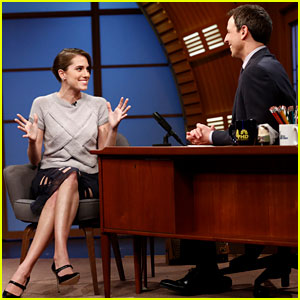 Allison Williams Shows Off Engagement Ring on 'Late Night with Seth Meyers'