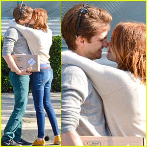 'Spider-Man' Smooches: Andrew Garfield & Emma Stone Lock Lips!