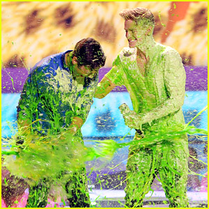 Double Slime Alert! Cody Simpson & Austin Mahone Covered In Green at KCAs 2014!