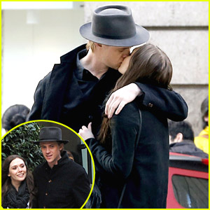 Elizabeth Olsen & Boyd Holbrook Pucker Up in Paris