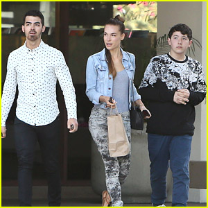 Joe Jonas & Blanda Eggenschwiler: Late Lunch with Frankie Jonas