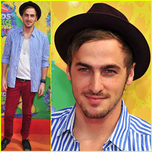 Kendall Schmidt Gets Called the Wrong Name at the Kids' Choice Awards 2014!