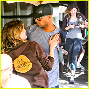 Sophia Bush Catches Up With Friends at King's Road Cafe