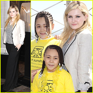 Abigail Breslin: Empire State Building Goes Yellow For Project Sunshine