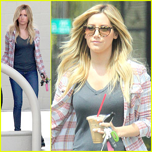 Ashley Tisdale is Having Some Awesome Disney Moments on Twitter & We Love It