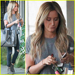 Ashley Tisdale Admits to Twitter Stalking Her Castmates!