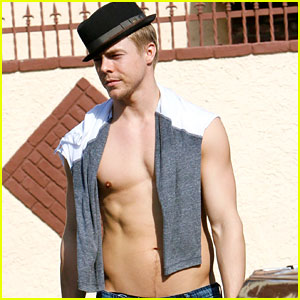 Derek Hough Shows Off His Shirtless Hot Body!
