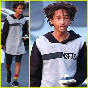 Jaden Smith Carries a Pyramid to Lunch, Literally!