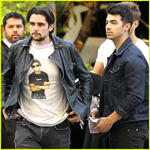 Joe Jonas Enjoys L.A. Kings Game with Friends