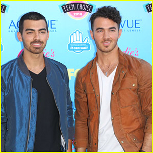 Joe & Kevin Jonas Kick Off Interactive Fan Tour - See The Dates Here!