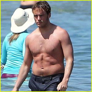 Sam Claflin Shows Off Buff Bod While Shirtless in Hawaii Again!