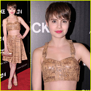 Sami Gayle Bares Major Midriff at 'Locke' Premiere