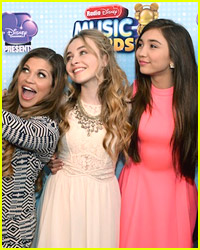 Selfies Attack The Red Carpet at RDMAs 2014!