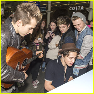 The Vamps: Impromptu Performance In London Underground!
