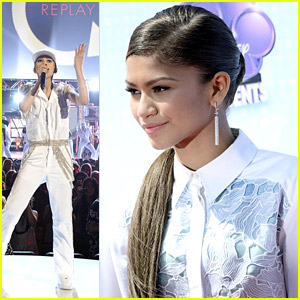 Zendaya Picks Up Best Style Ardy at Radio Disney Music Awards 2014!