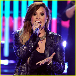 Demi Lovato Sings with the Girls of 'American Idol' (Video)