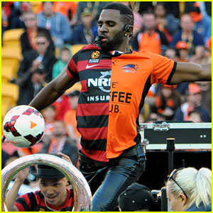 Jason Derulo Jumps Around at the Australian Football a League Grand Final!