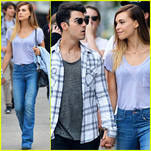 Joe Jonas & Blanda Eggenschwiler Hold Hands for a Romantic Stroll!