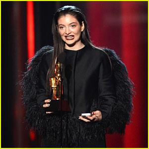 Lorde Wins Top New Artist at Billboard Music Awards 2014!