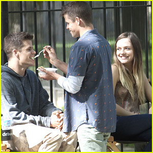 Max & Charlie Carver Eat 'The Leftovers' On Set