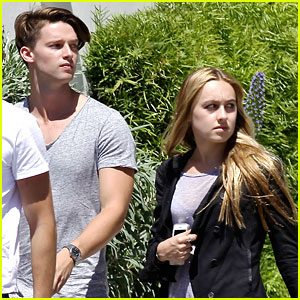 Patrick Schwarzenegger & Girlfriend Tootsie Burns Grab Lunch in Malibu!