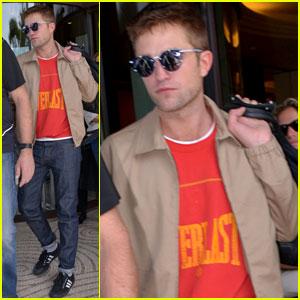 Robert Pattinson Avoids Paparazzi to Eliminate 'Any Bit of Vanity'