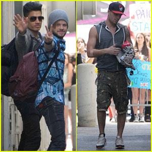 The Wanted Says Hi to Fans During Their Stop in LA!