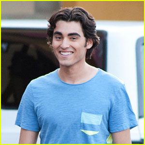 Blake Michael & G. Hannelius Thank Fans for Making 'Dog with a Blog' Number One - Watch Here!