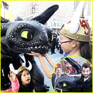 Once Again, How To Train Your Dragon 2's Toothless Steals All The Attention in Times Square