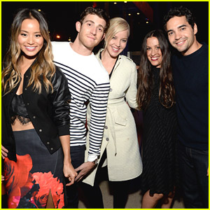 Jamie Chung & Bryan Greenberg Discreetly Hold Hands During 24 Hour Plays & It's Ridiculously Adorable