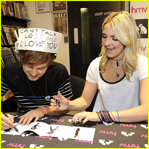 R5's Ellington Ratliff Lost His Voice & Made A Cute Hat To Let Everyone Know