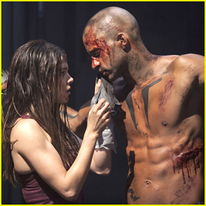 'Grounder' Ricky Whittle Talks 'Linctavia' & More Ahead of 'The 100's Two-Part Finale